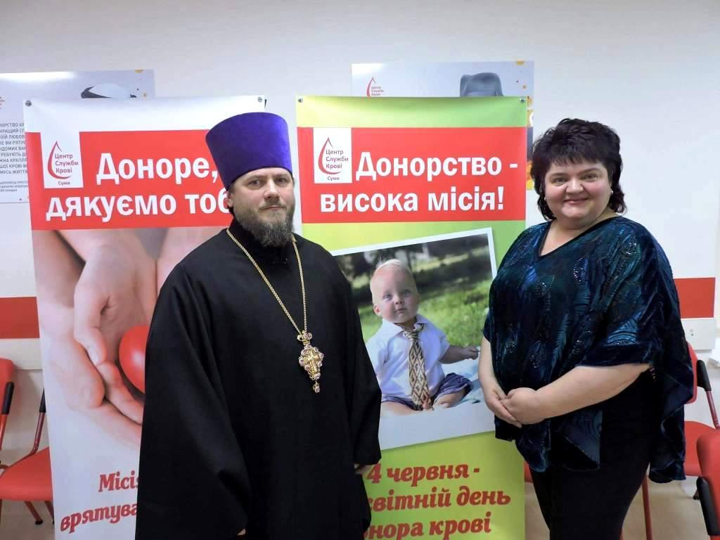 Священник вiдвiдав Сумський обласний центр служби кровi